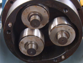 Thread Roller in the machine head